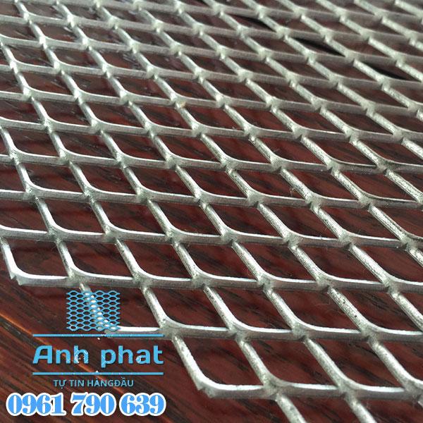Lưới mắt cáo hình thoi 15×30 mm